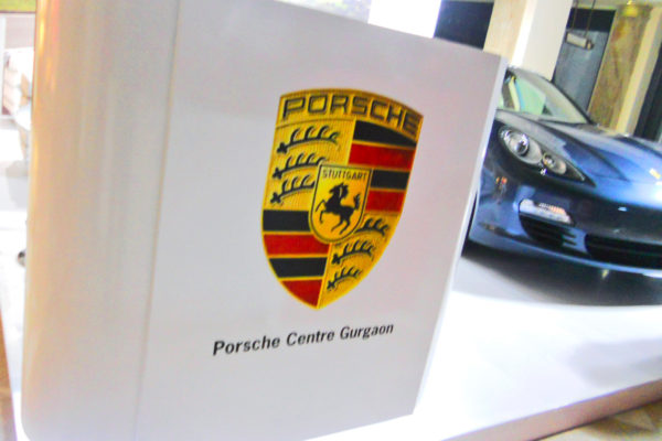 Displays – Multiple displays for Porsche